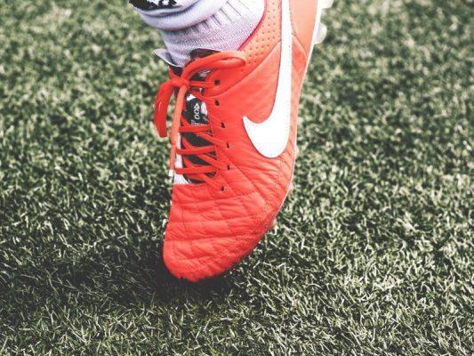 Brede voetbalschoenen