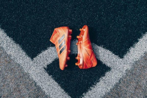 Voetbalschoenen zonder veters afbeelding